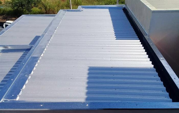 telhado embutido com telhas